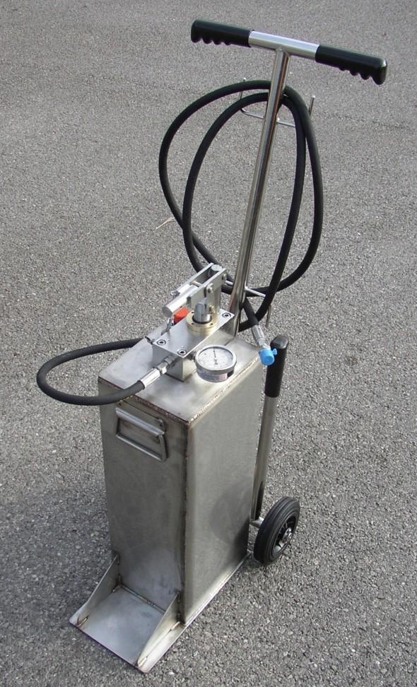 Skydrol dispensing and pressure test pump